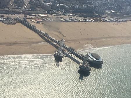 Ter hoogte van de pier wordt er een cirkel gevlogen